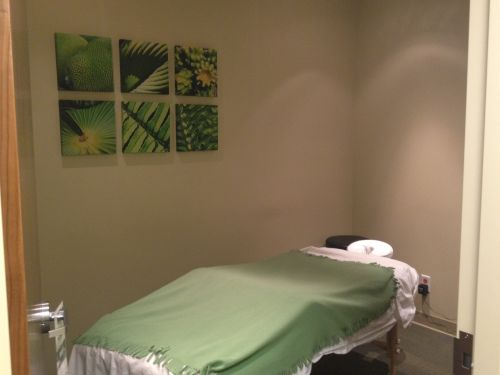 photograph of private massage room at advantage health aspen pt Health