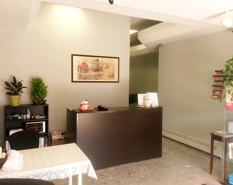 photo of natural healing health centre and spa toronto reception desk