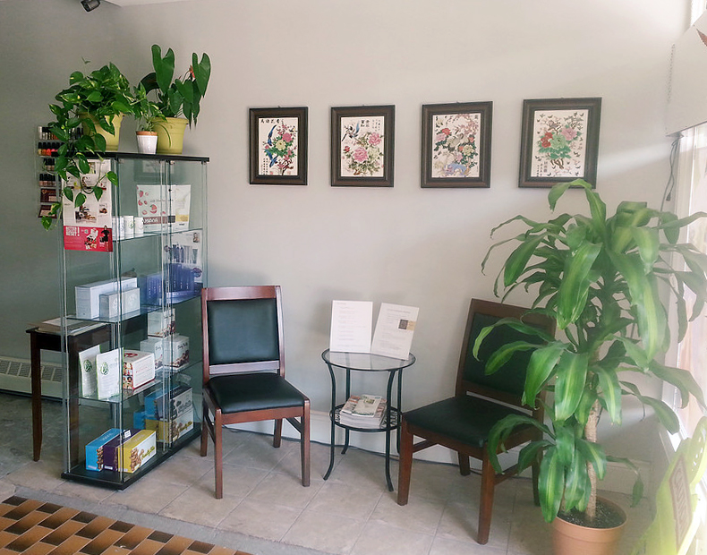 photo of natural healing health centre and spa toronto waiting area