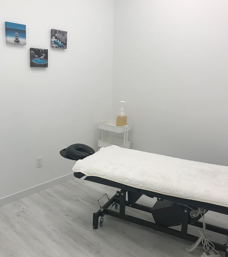 photo of pt health oshawa massage therapy room